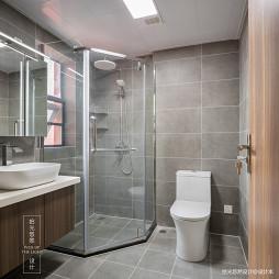 「留白」现代卫浴实景图片