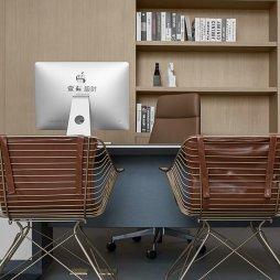 挑高户型办公室办公桌椅设计