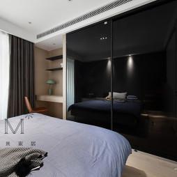 180㎡现代简约卧室衣柜设计