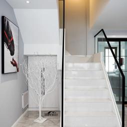 简单现代风复式玻璃楼梯实景图