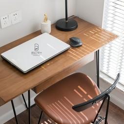 典型简洁北欧风书房书桌设计