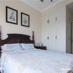 简致美式卧室衣柜设计图片