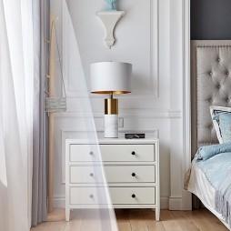 温馨自然现代卧室床头柜设计