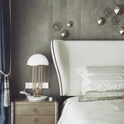 混搭豪宅卧室床头柜设计