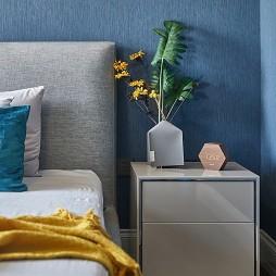 温馨现代风卧室床头柜设计