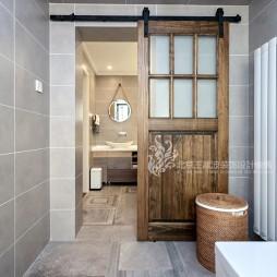 现代风格三居卫浴谷仓门设计