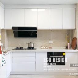 现代简约风厨房橱柜图片