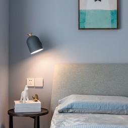 现代简约风卧室壁灯图片