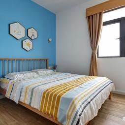 白色+原木配色的家——次卧图片