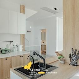 风景超赞的落地窗别墅——厨房图片
