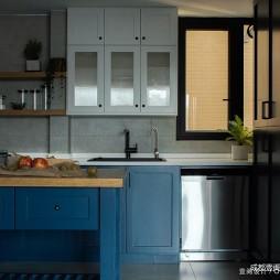 220平三居——厨房图片