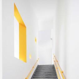 稚荟树幼儿园——楼梯图片