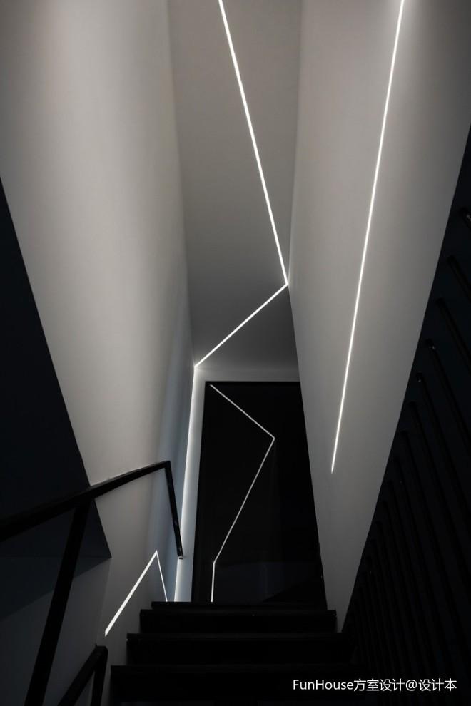 层叠光谱|镂空钢结构楼梯重塑光源_3