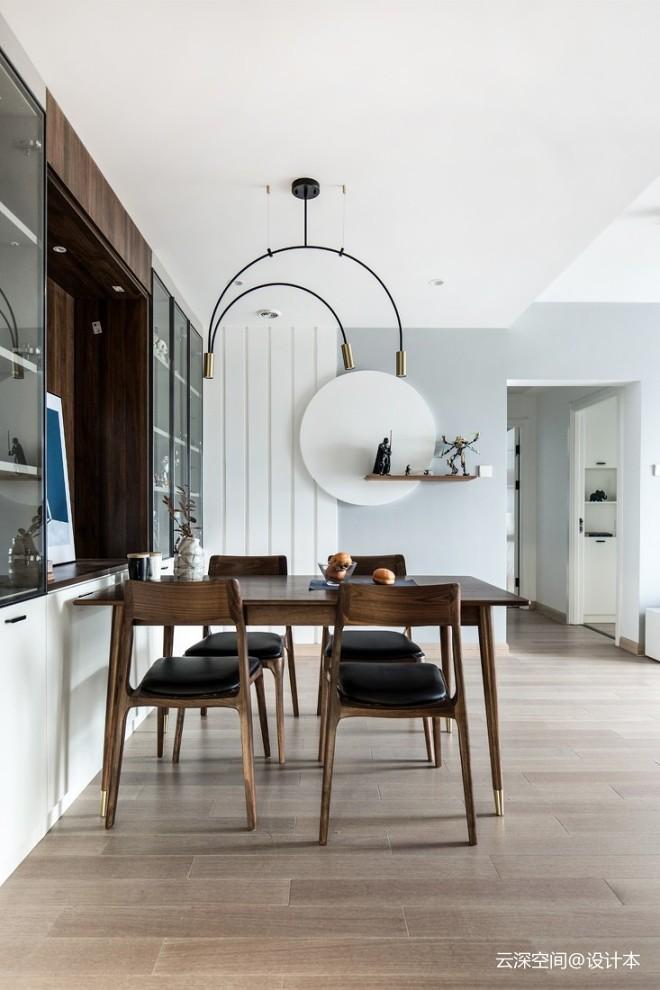 厨房半墙玻璃,让西向户型通透到极致—