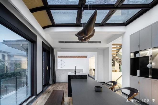 巧妙设计异形屋顶,为家带来山谷阳光!