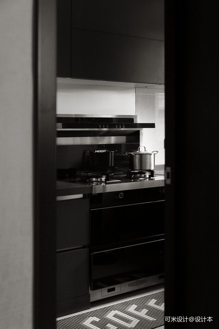 把黑色完美的植入这个家,让现代感融于其中_1593572664_4188901