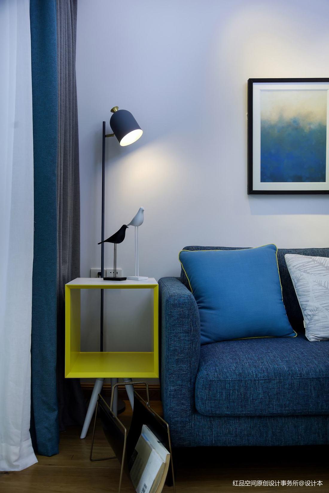 浅蓝色客厅