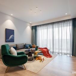 现代简约客厅装修实景图
