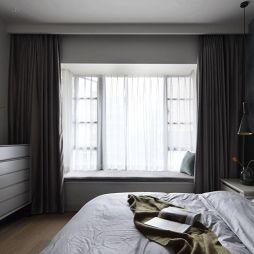 主卧室飘窗设计