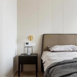 卧室小床头柜摆放