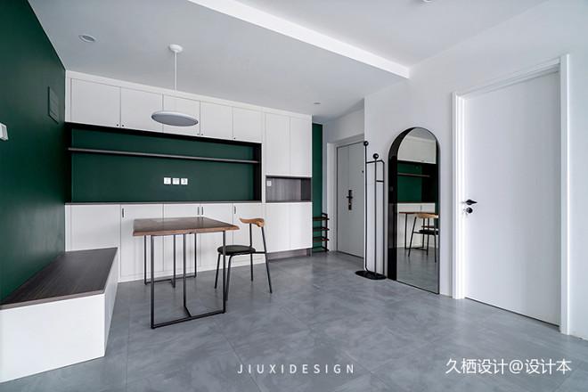 墨綠+白,輕奢氣質打造復古簡約美宅_