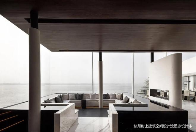 以停泊在长江边游轮为主题的泊乐艺术酒