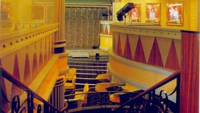 天鹅湖歌舞剧院