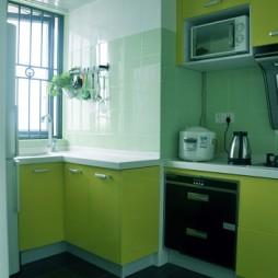 地中海风格U型小面积家居厨房绿色橱柜装修图片