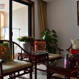 房屋客厅纯红木家具带阳台装修效果图