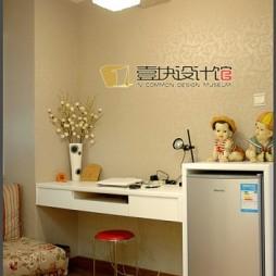 现代风格90后小孩简单书房书桌背景墙装修效果图
