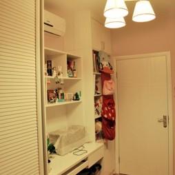 田园风格三室一厅宜家女孩儿童房书桌书柜一体装修效果图片