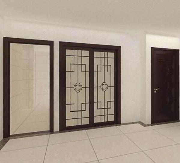 请各位设计师帮我看下,同一个平面三个门套好看吗?左边是卫生间,中间是厨房,右边是卧室门。本来卫生间是没有门套的,为了防止水汽,在卫生间过道贴了瓷砖,为了把瓷砖收边,考虑做门套。但个人觉得同一平面三个门套不好看。请求大家给予评价。