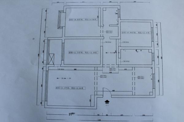 入户门、主卧门、卫生间门三个门在一条直线上怎么处理?