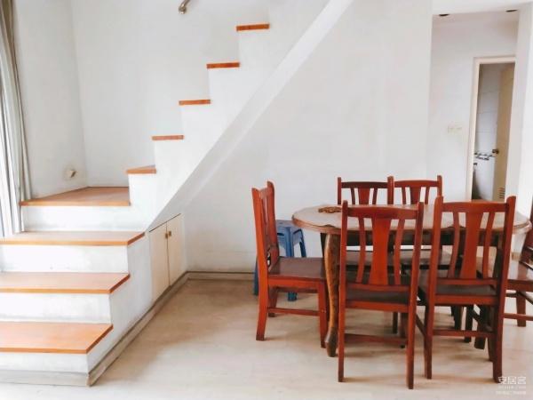 请问这种阁楼比较陡的楼梯怎么做才能平缓点,谢谢。