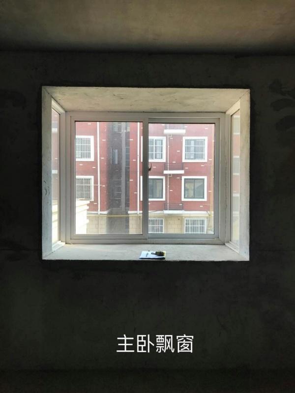 主卧室南墙有个离地900的飘窗,宽1700,深度750,怎样利用这个飘窗呢?