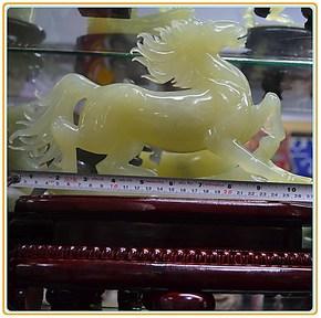 天然玉石摆件岫玉透料马摆件马到成功玉摆件玉饰品礼品