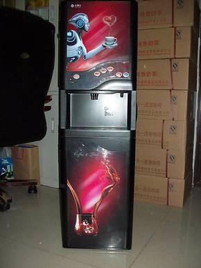 心连心全自动速溶咖啡机 商务咖啡机 98型三料盒立式智能冷机